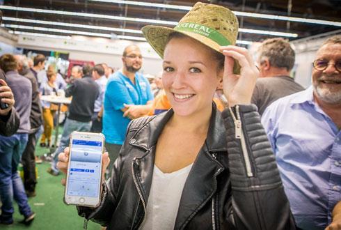Le lancement de l'application de commande de matières premières a été relayé sur la nouvelle page Facebook d'Axéréal. Une étudiante en agronomie a liké la page pour gagner un chapeau ! © AXÉRÉAL ÉLEVAGE