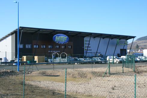 A Gannat (Allier), Matériel Elevage Forézien fabrique des bâtiments pour l'élevage, en majorité avicole. L'entreprise connaît une croissance d'environ 15% dans ce secteur. © MEF