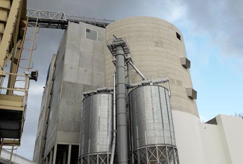 À Anvers, la 4e tour de la malterie de Boortmalt possède une capacité de 110 000t, portant la capacité totale du site à 470 000t. © AXÉRÉAL