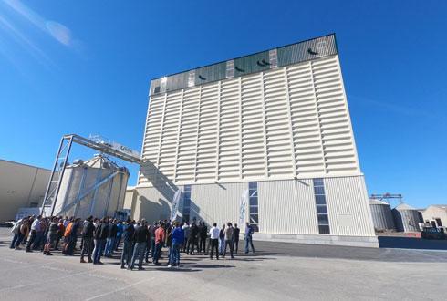 À Mouilleron-le-Captif en Vendée, la Cavac s'est équipée d'un stockage supplémentaire de 4 500 t, inauguré le 5 octobre, pour sa production de légumes secs en pleine expansion.