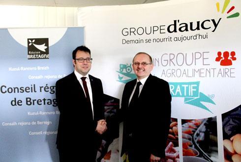 À droite, Serge Le Bartz, président de Groupe d'aucy, vient d'officialiser l'entrée dans le capital de GDH de la Région Bretagne avec son président, Loïg Chesnais-Girard.