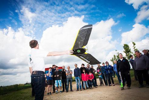 On constate que l'on se dirige vers une stagnation des prestations incluant un drone, cette campagne, du fait des problèmes de trésorerie de certains agriculteurs. © S. CHAMPION