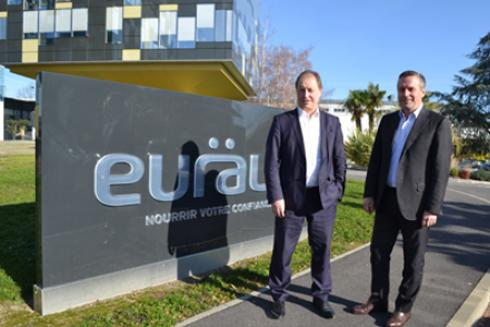 Christian Pèes (à gauche), président d'Euralis, et Pierre Couderc, directeur général, ont présenté l'exercice 2015-2016 du groupe, clos au 31août dernier, à une dizaine de journalistes invités au siège de la coopérative à Lescar (Pyrénées-Atlantiques). © F.JACQUEMOUD