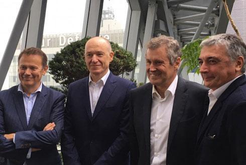 De gauche à droite: Jean-Pierre Dassieu, directeur d'InVivo Retail, Yves Alexandre, associé fondateur L-Gam, Thierry Blandinieres, DG du groupe InVivo, Thierry Sonalier, président du directoire de Jardiland. © M.LOISON