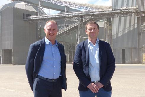 Joël Ratel et Laurent Bué, directeur général et président de Nord céréales : « Faire monter la qualité du haut du panier va tirer vers le haut le tas moyen. » © R. FOURREAUX