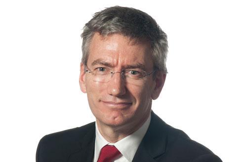 L'actuel DRH de Terrena, Philippe Grié, prend la direction provisoire du groupe à la suite de la décision du conseil d'administration de recruter un nouveau DG pour mener à bien la stratégie établie avec le nouveau président.