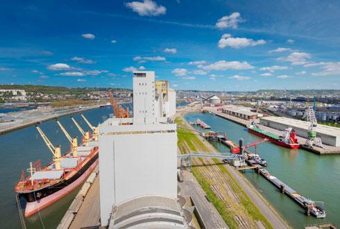 L'objectif est de doubler en deux ans l'activité de la filiale Magestiv, et d'optimiser l'approvisionnement en train complet des silos portuaires. ©SÉNALIA