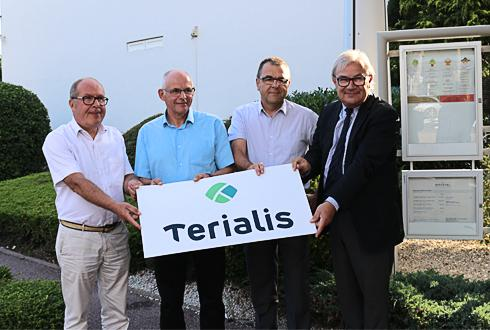 De gauche à droite : Philippe Mangin, Jean-Paul Marchal, respectivement présidents d'EMC2 et de la Cal, Eric Chrétien et René Bartoli, directeurs de la Cal et d'EMC2. © D. PERONNE