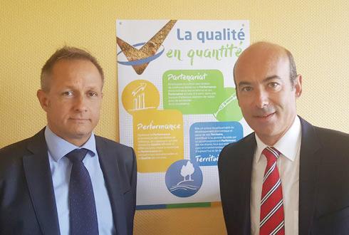 Laurent Vittoz (à gauche) aux côtés de Christophe Grison, président de Valfrance, qui a apprécié dans la candidature de son nouveau DG, sa maîtrise de l'ensemble des métiers du grain et de leur mise en marché, et sa très bonne connaissance de Valfrance.