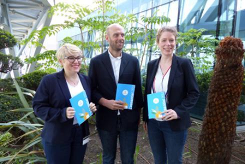 De gauche à droite, l'équipe d'Agrosolutions: Carole Hernandez-Zakine, docteur en droit de l'environnement, Antoine Poupart, directeur général, et Noëllie Hestin, en charge des projets autour de l'autoroute A1 et de l'agriculture urbaine. © M.COISNE