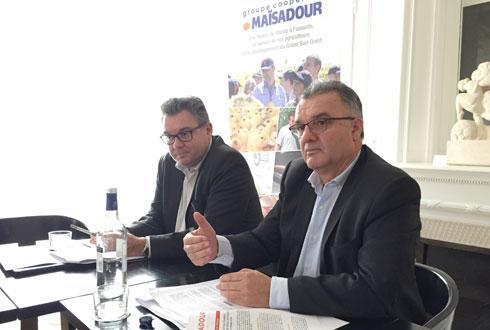 Philippe Carré, directeur général du groupe Maïsadour (à g.) et Michel Prugue, son président, ont présenté des résultats en hausse, lors de l'assemblée générale du 4décembre, leur permettant de poursuivre leur feuille de route stratégique vers 2026. © F.BIAGGINI