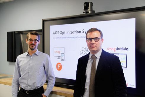 Le 29 novembre, Jean Huguet, chef de produit (à g.) et Didier Robert, directeur général, ont présenté l'AgrOptimization System, composé de trois nouvelles solutions. © L. PETIT